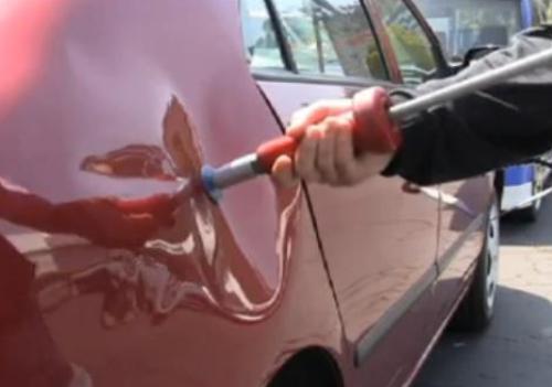 Как убрать вмятину на двери автомобиля своими